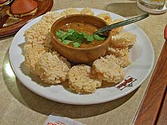 Rice cakes with peanut sauce
